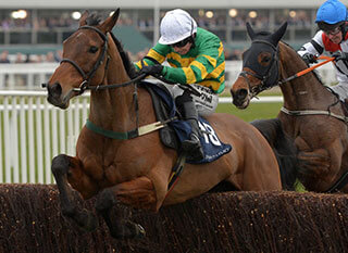 On The Fringe tried to become the first three-time post-war winner of the Foxhunter Chase last year