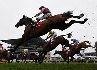 Very dynamic photo of jockeys and horses during the Ultima Handicap Chase